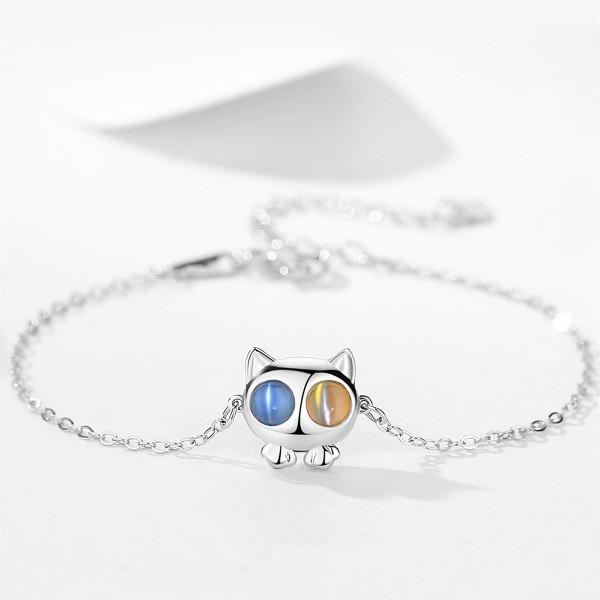 Cute Cat Charm Bracelet For Womens In Sterling Silver And Moonstone