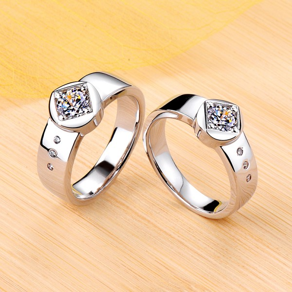 Personalized Round Cut Moissanite Couple Wedding Bands In Silver