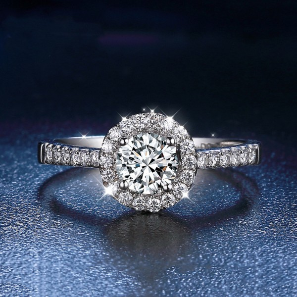 Round Cut 1 Carat tw Cluster With Side Accent Moissanite Engagement Rings In 18K Gold