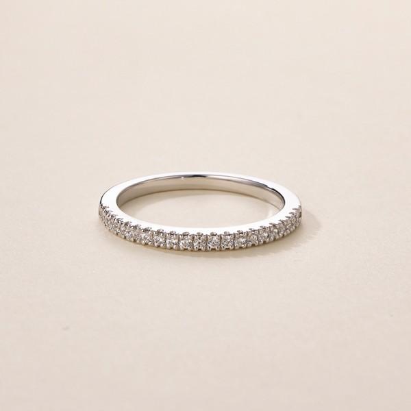 Engravable Round Cut 0.8 Carat tw Moissanite Wedding Bands In 18K White Gold